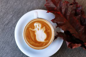 pumpkin spiced latte recipe - image of coffee with ghost latte art