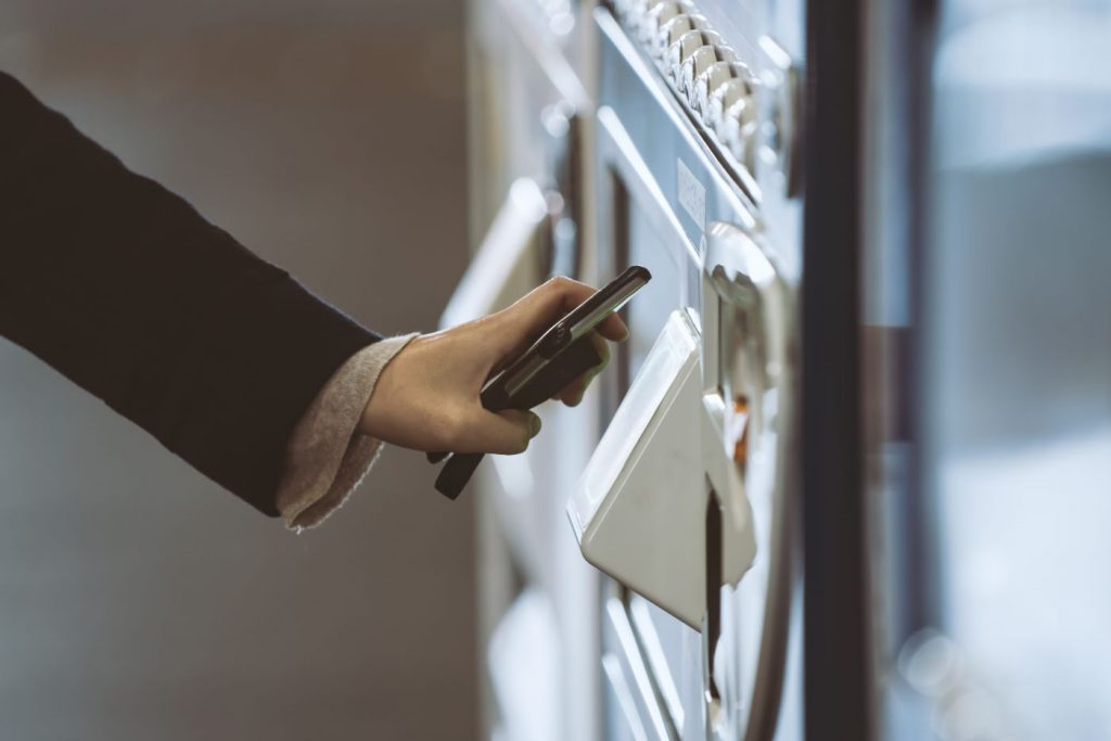 advantages of a vending machine - cashless